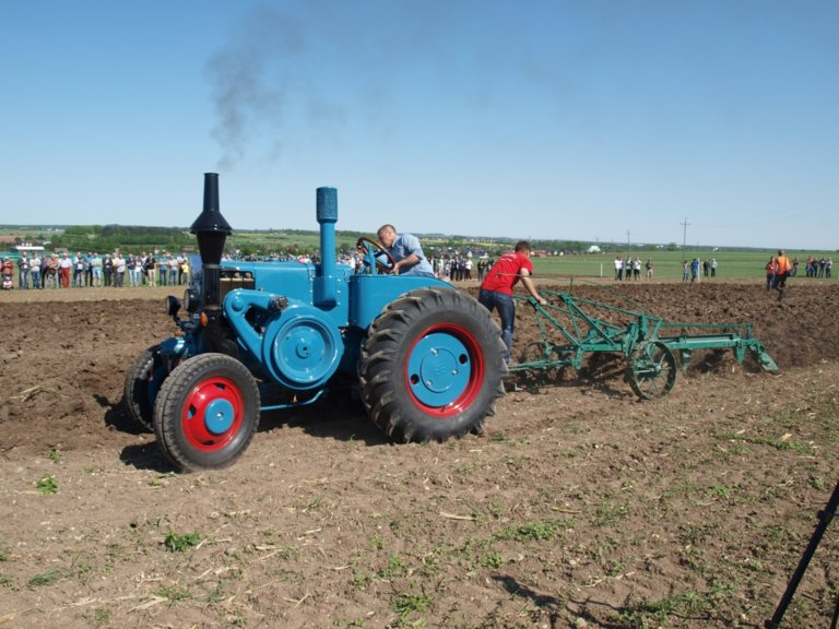 III Ogólnopolski Konkurs Orki Zabytkowymi Traktorami w Lubecku