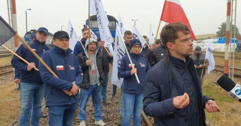 AGRO-Unia blokuje tory w Woli Baranowskiej!
