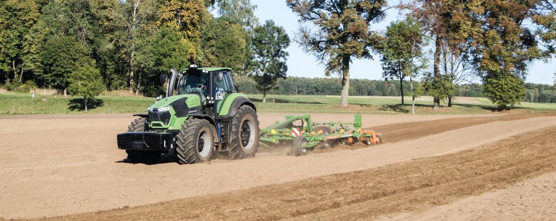 Nawigacja GPS w ciągniku rolniczym