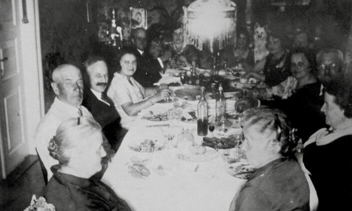 Rodzinne zdjęcie przy stole