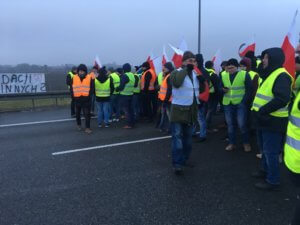 Rolnicy protestują na autostradzie A2